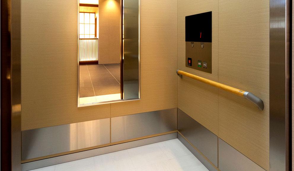 バリアフリー対応の館内(エレベーター)